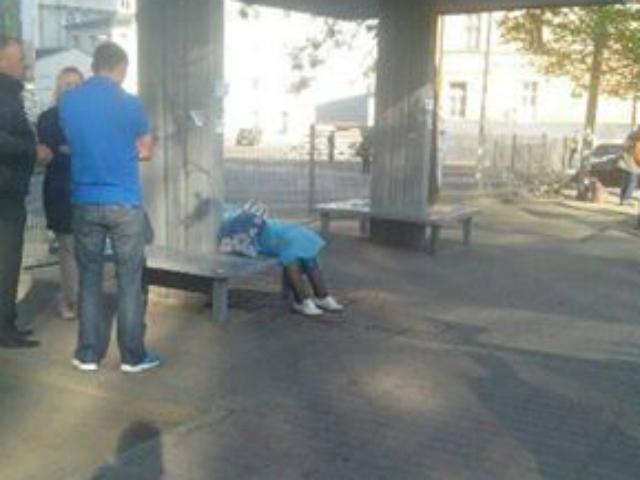 У Львові на зупинці померла молода жінка (ФОТО)