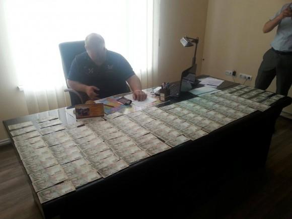 У Львові на великому хабарі взяли поліцейського високопосадовця (ФОТО)