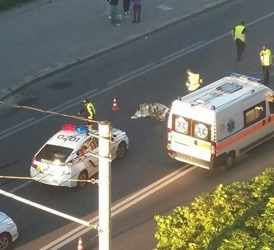 У Львові жінка-таксист насмерть збила пішохода (ФОТО)