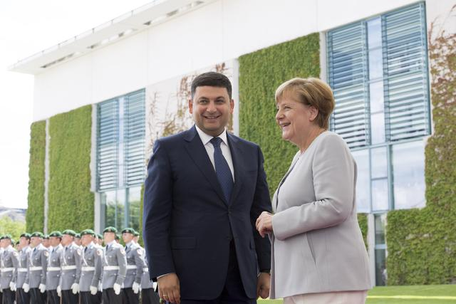 Стало відомо, про що Гройсман домовився з Меркель