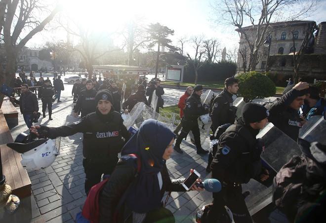 У Стамбулі пролунало два потужних вибухи