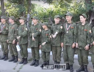 Бойовики вчать луганських школярів стріляти з автомата Калашникова (ВІДЕО)