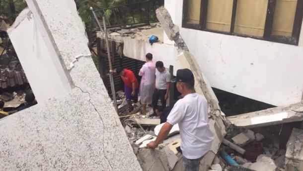 Обвалення готелю в Таїланді: є жертва і дитина під завалами
