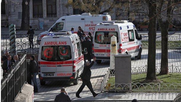 ШОК: оновлені дані про кількість жертв і поранених під час вибуху в Стамбулі (ФОТО)