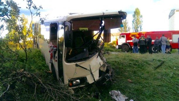 Самоскид зіткнувся з автобусом у Лисичанську: є постраждалі