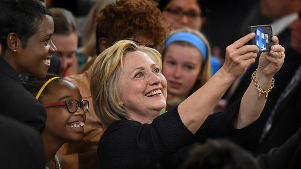 Клінтон перемогла на завершальних праймеріз