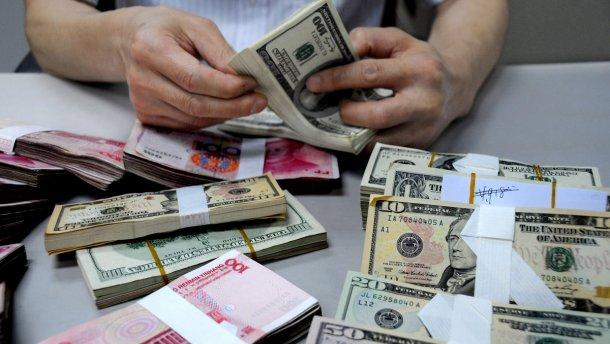 Українські банки мінятимуть курс валют по декілька разів на день