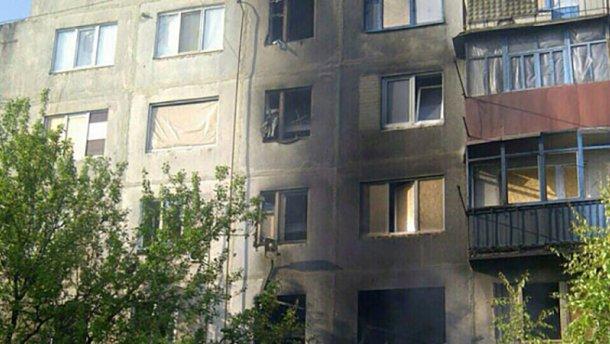 Жуткий обстрел жилого дома в Красногоровке: пострадала женщина (ФОТО)