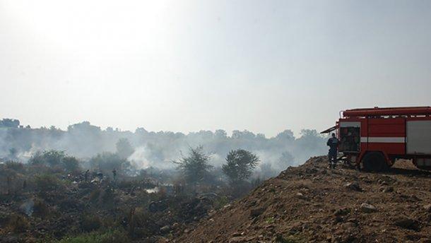 Стало відомо, яка поточна ситуація з пожежею на сміттєзвалищі в Миколаєві (ВІДЕО)