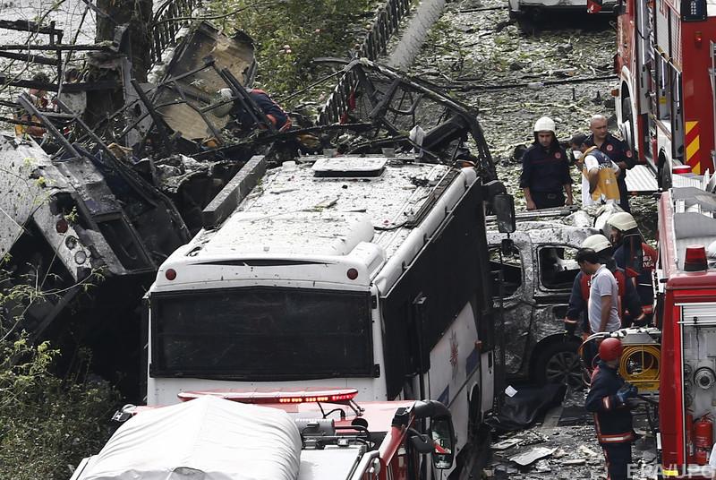 Новий теракт у Туреччині: начинений вибухівкою автомобіль врізався у поліцейський відділок (ФОТО)