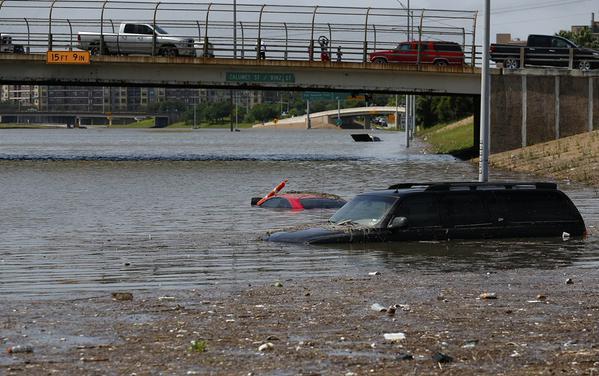 Місто у Техасі пішло під воду