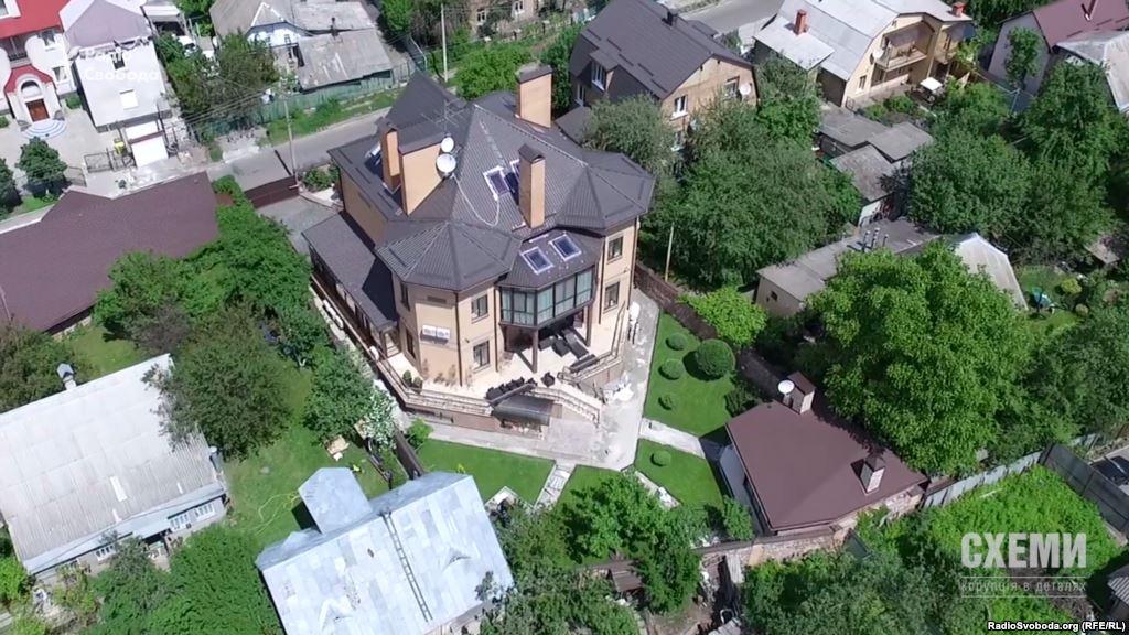 Суддя ВГСУ роками не декларує маєток, в якому живе, бо «він не введений в експлуатацію»