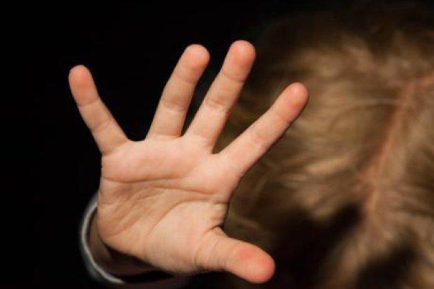 На Хмельниччині трирічний хлопчик через побої матері опинився в лікарні