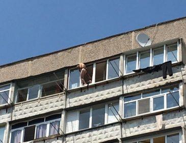У Вінниці голий герой-коханець застряг у вікні 10-ти поверхівки (ФОТО)