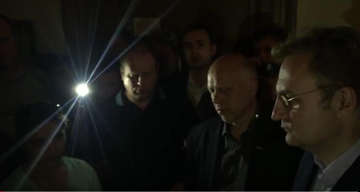 """""""Ви коли до сповіді ходили?"""": Як Садовий """"захищався Богом"""" перед активістами (Відео)"""