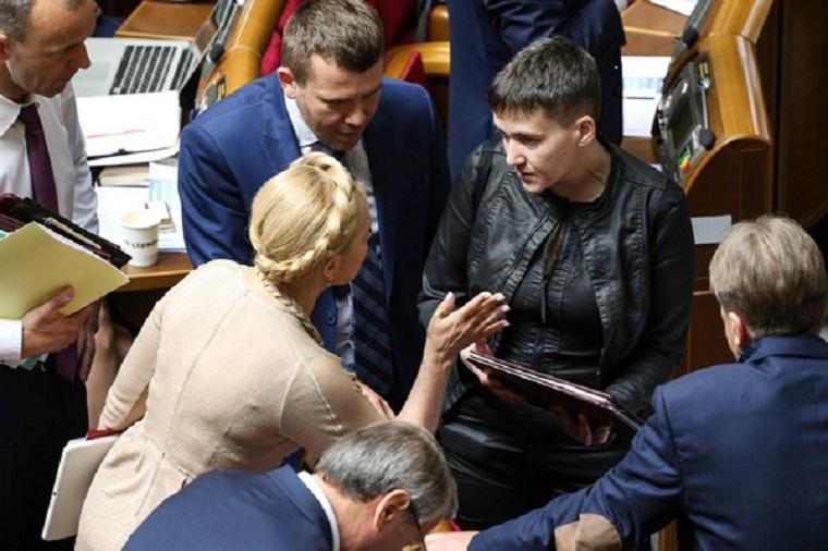 Сутичка Савченко і Тимошенко: Дві вовчиці  під куполом Ради ледь не порвали один одного (ФОТО)