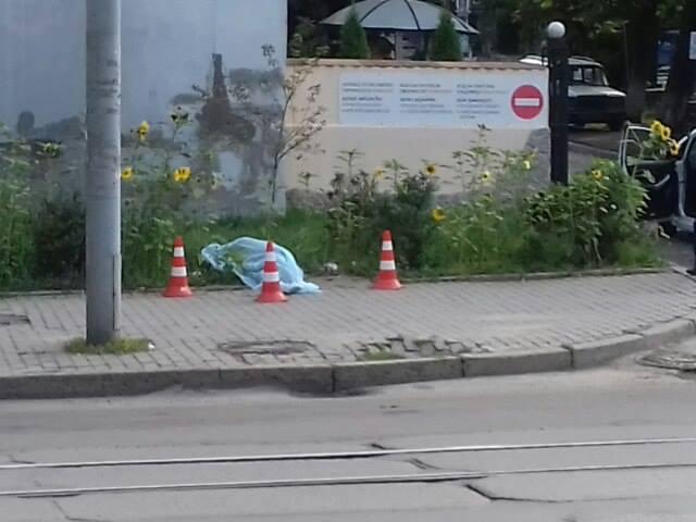 У Львові посеред вулиці померла людина (ФОТО)
