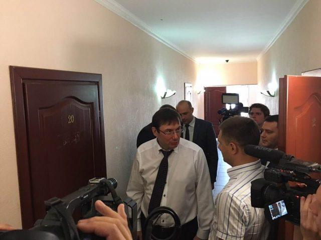Прокурор, який обурив Луценка дорогою автівкою, втік у відпустку