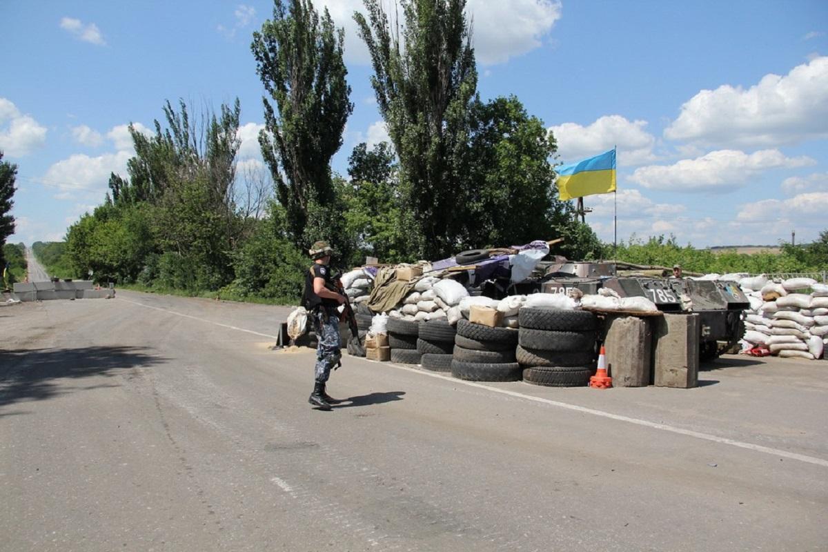 На донецькому напрямку бойовики з гранатометів обстріляли низку позицій сил АТО