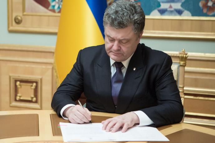 """Порошенко підписав закон """"Про судоустрій і статус суддів"""""""