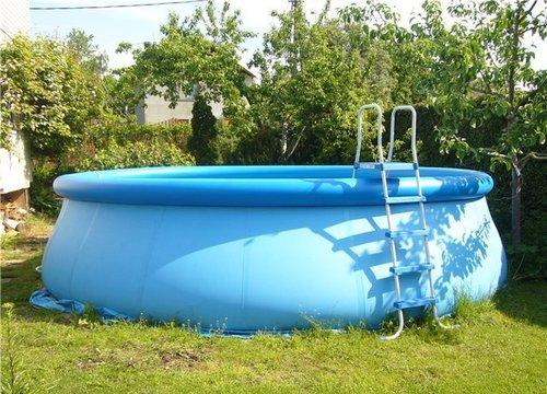 У Львівській обл. чоловік потонув у надувному басейні (ФОТО)