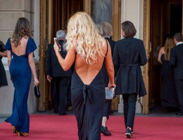 Мережі регочуть над фото людей з червоної доріжки кінофестивалю в Одесі (ФОТО)