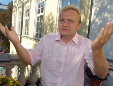 Як у Садового познущалися над державним прапором (ФОТО, ВІДЕО)