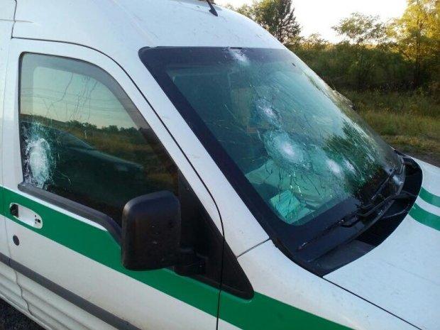 """Озброєні до зубів бандити напали на інкасаторів """"Ощадбанку"""": опубліковані фото"""