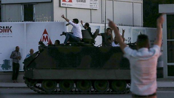Переворот у Туреччині: генерала-заколотника ліквідували