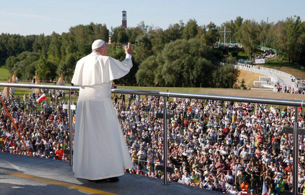 У Кракові тисячі людей прийшли на месу Папи Римського