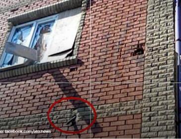 Терористи обстріляли школу в Красногорівці танковими снарядами (ФОТО)