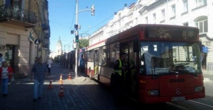 У Львові маршрутка збила пішохода на «зебрі» (ФОТО)