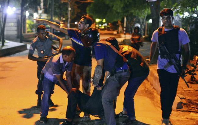 Бангладеш: у кафе загинули 20 заручників
