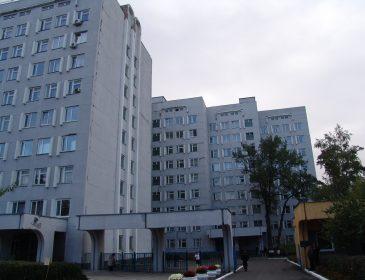 """Хто продав Київському онкоцентру """"золоті"""" швабри"""