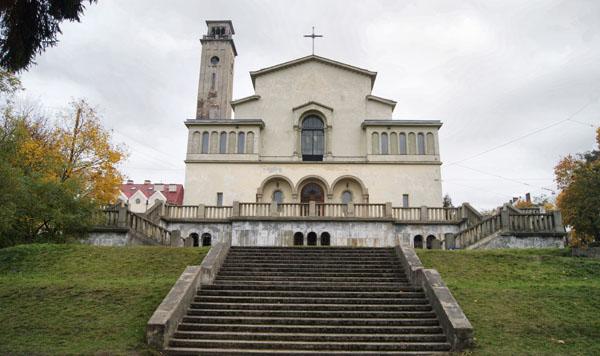Львівська церква встановила розмір добровільних пожертвувань і вивісила список боржників