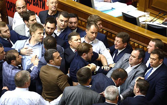 Відпустка з привидом виборів: чи можуть депутатів влітку повернути в Раду