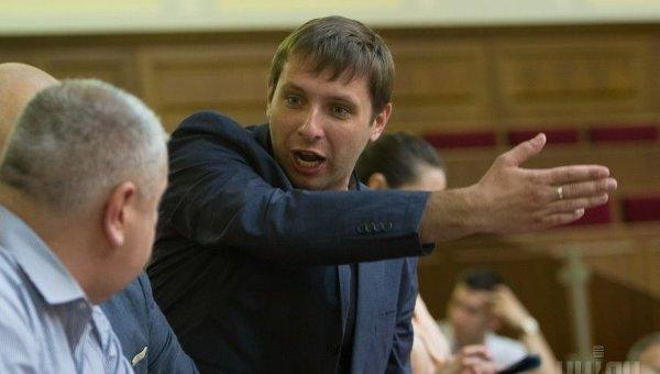 Запускають клоуна: Парасюк висловився про очну ставку Януковича і Порошенко