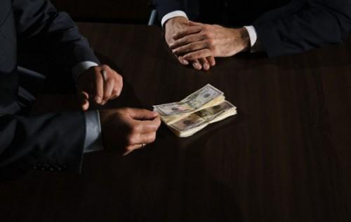 """""""Українець ненавидить корупціонера, тому що заздрить йому"""", – економічний експерт"""