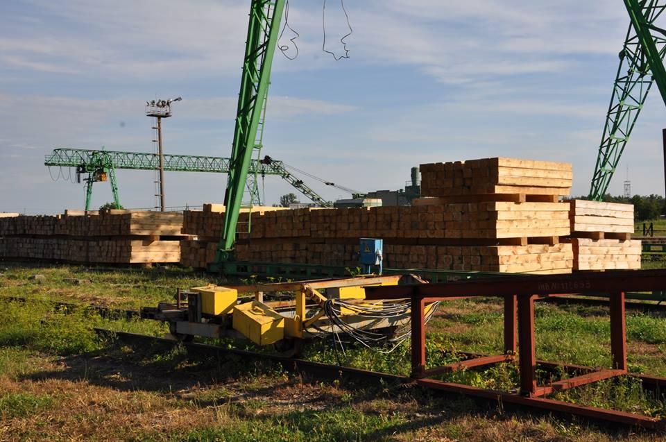 Львівські чиновники крали гроші на закупівлі дерев'яних шпал