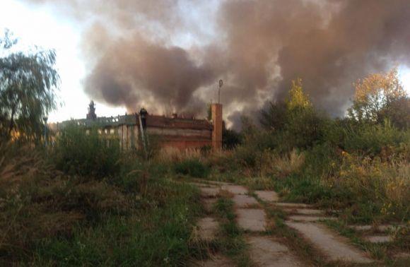 Неподалік Львова горить готель (ФОТО)