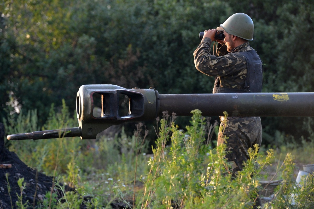 Доба в зоні АТО: Бойовики обстріляли населені пункти навколо Донецька, на Луганщині – затишшя