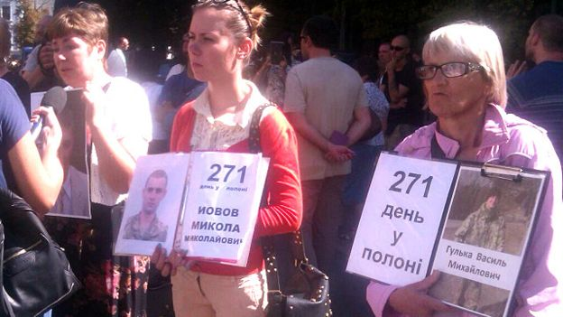 160808102332_rally_support_prisoners_donbass_ato_640x360_bbc_nocredit