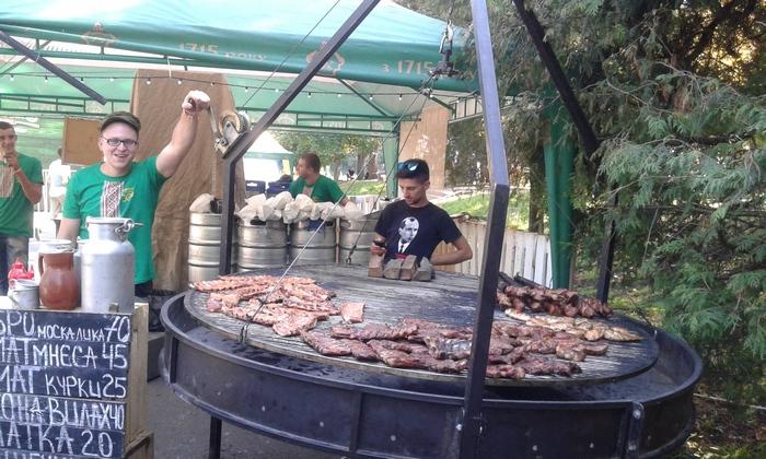 Як у Львові послідовник Бандери смажить м'ясо москаля (ФОТО, ВІДЕО)