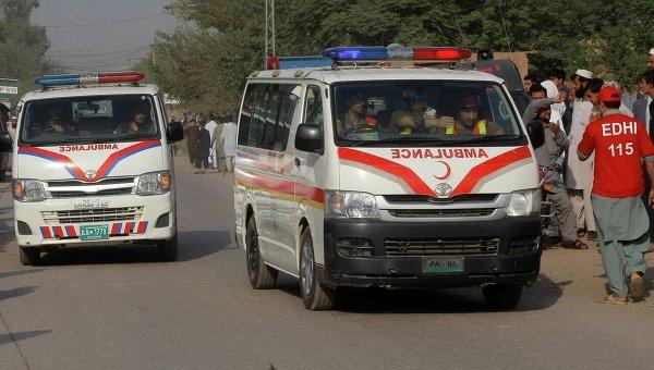 У Пакистані автобус зіткнувся з вантажівкою: щонайменше 12 людей загинули