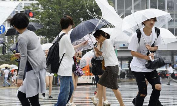 У Японії вирує тайфун: десятки поранених, є загиблі