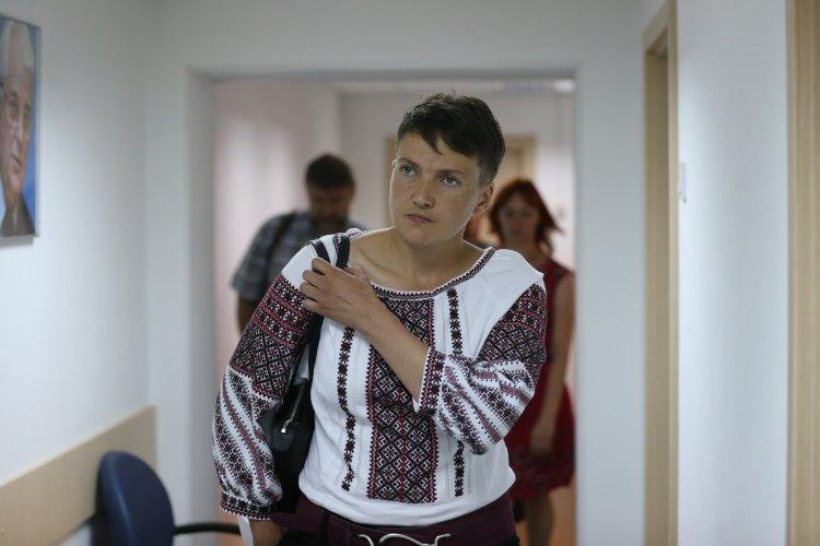 Сьогодні вона вже поснідала: соцмережі висміяли голодування Надії Савченко (ФОТО)
