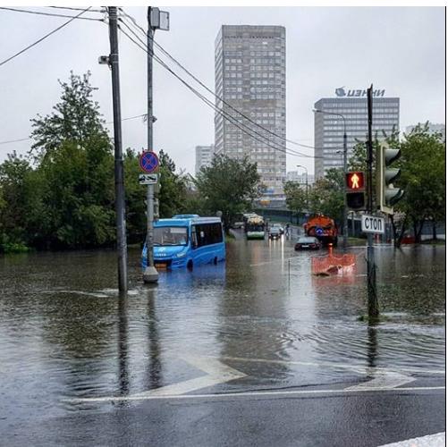Москву затопила рекордна злива, людей евакуюють (ФОТО)