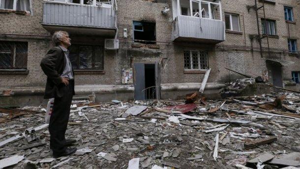 Терористи майже цілий день обстрілюють житлові квартали Авдіївки