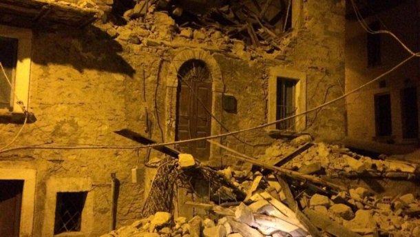 Потужний руйнівний землетрус у Італії: багато людей під завалами (ФОТО)