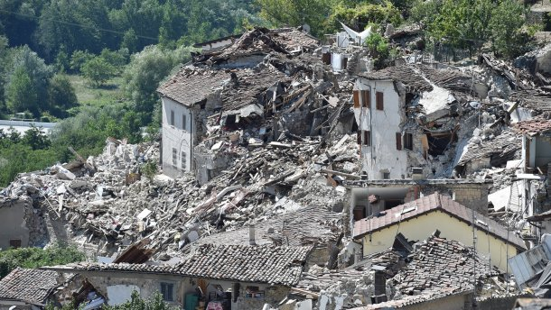 Землетрус у Італії: восьмирічна дівчинка ціною життя врятувала молодшу сестру